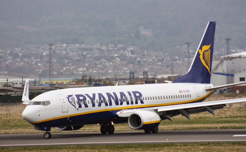 Ryanair_EI-EKR_Belfast_City_Airport_April_2010_051